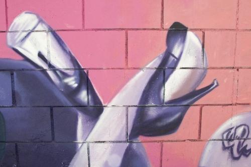Fondo, graffiti piernas de mujer, arte urbano